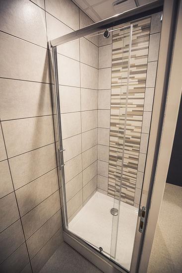 Centre sportif à Grenoble - Vestiaire et douche